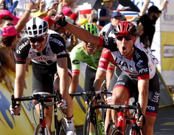 Conclusione allo sprint anche per la seconda tappa del Giro di Polonia: stavolta la gloria è tutta per Sacha Modolo, vincitore, e per Danny Van Poppel, nuovo capoclassifica (foto ANSA/EPA