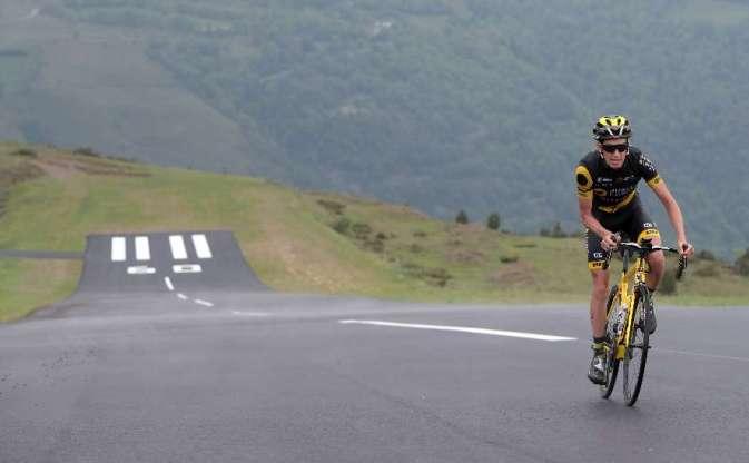 Il corridore francese Romain Sicard (Direct Énergie) testa larrivo sulla pista dellaltiporto di Peyragudes (foto Thierry David)
