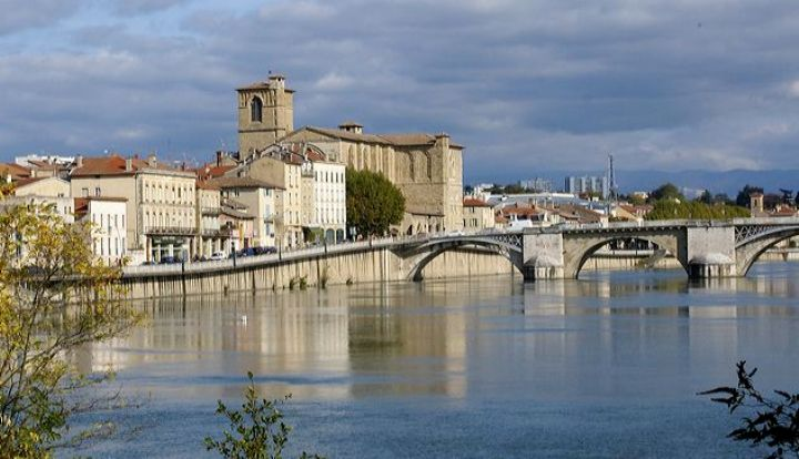 Uno scorcio di Romans ripreso dal fiume Isère (http://passiondelanature.skynetblogs.be)