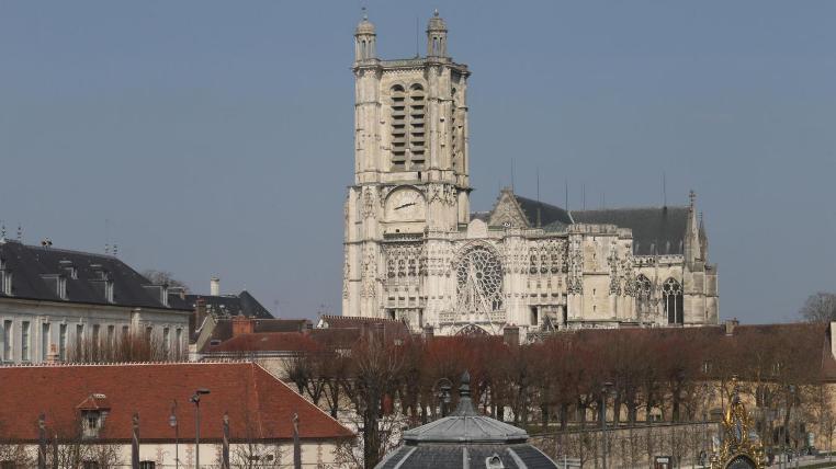 La cattedrale di Troyes, dedicata ai Santi Pietro e Paolo (www.lest-eclair.fr)