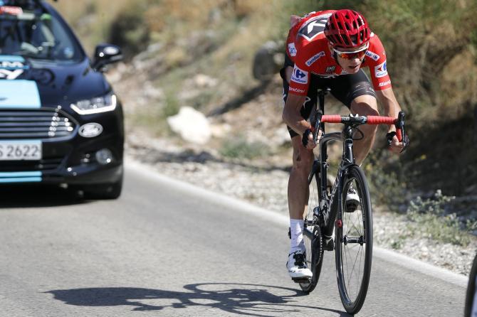 La disperata rincorsa di Froome dopo le due cadute nel per lui rocambolesco finale di Antequera (foto Bettini)