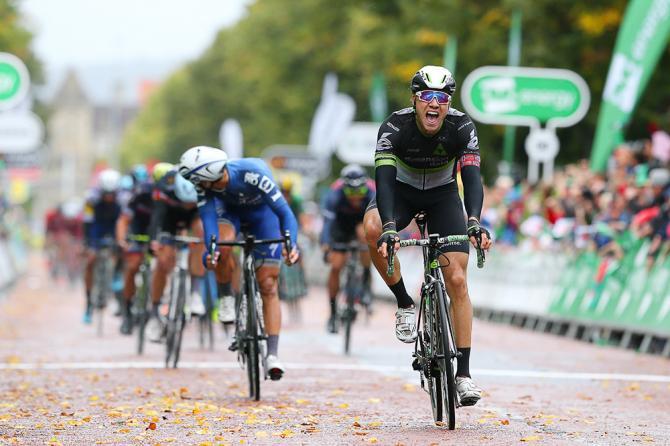 Boasson Hagen precede tutti i velocisti rimasti in gara nella conclusiva frazione del Giro della Gran Bretagna (Tim de Waele/TDWSport.com)