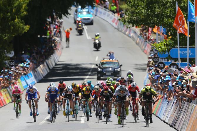 La ristretta volata vinta da Sagan al termine della tappa di Uraidla (foto Tim de Waele/TDWSport.com)