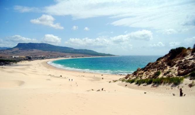 Una spiaggia dellAndalusia, la comunità autonoma spagnola dalla quale partirà la stagione 2018 di Chris Froome (www.viviandalucia.com)