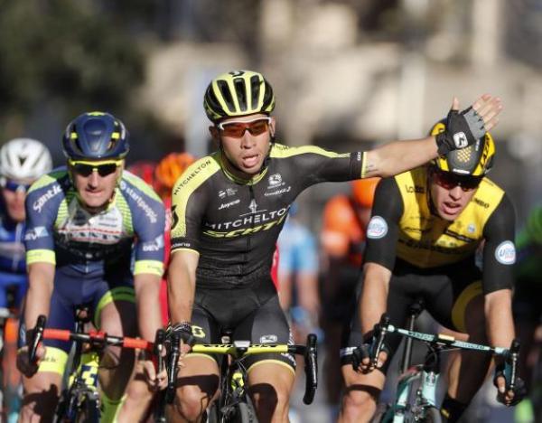 Caleb Ewan domina lo sprint della 33a edizione della Clásica de Almería (foto Bettini)