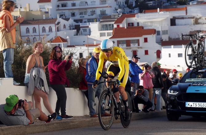 Il gallese Thomas lanciato verso la vittoria nella cronometro di Lagoa (foto Bettini)