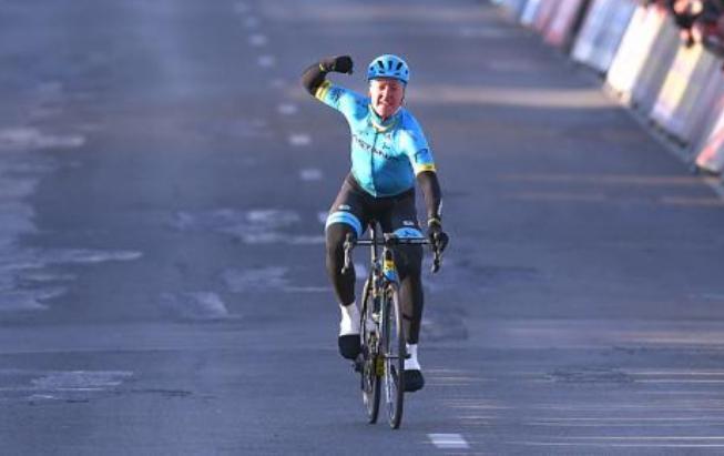 Il danese Valgren apre la Campagna del Nord imponendosi nettamente nella Omloop Het Nieuwsblad (foto Tim de Waele/TDWSport.com)