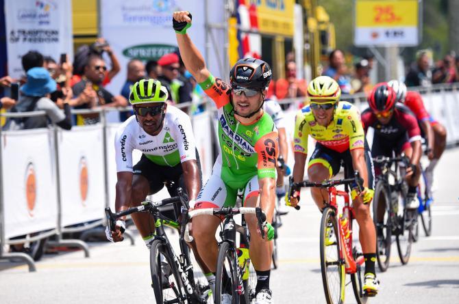La volata che ha segnato il ritorno alla vittoria di Andrea Guardini a due anni dallultima affermazioni, sempre delle strade del Tour of Langkawi (foto Bettini)