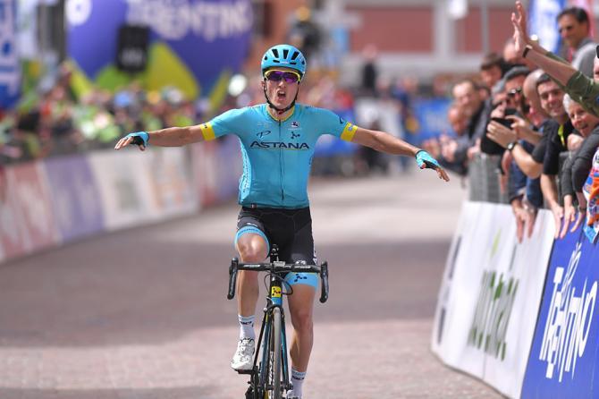 Lo spagnolo Bilbao spicca il volo nel finale della prima tappa del Tour of the Alps (foto Tim de Waele/TDWSport.com)