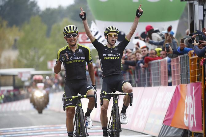 Trionfo di squadra per la Mitchelton-Scott in cima allEtna (foto Bettini)