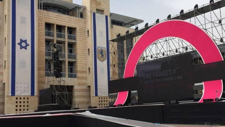 Il palco che ha ospitato la presentazione delle squadre al via del 101° Giro dItalia (www.gazzetta.it)