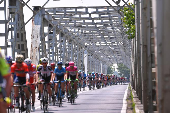 Unistantanea della tappa che ha condotto il gruppo da Ferrara a Nervesa della Battaglia (foto Tim de Waele/TDWSport.com)