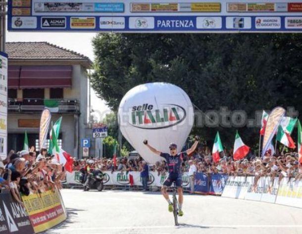 Edoardo Affini si laurea campione italiano per la stagione 2018-2019 a Taino (foto Bettini)