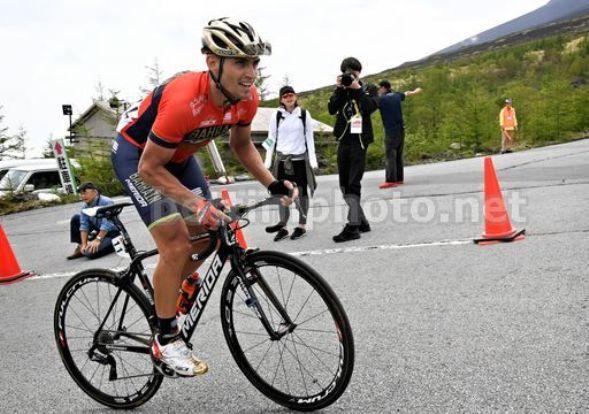 Valerio Agnoli affronta le pendenze del celebre monte Fuji  al recente Giro del Giappone (foto Bettini)