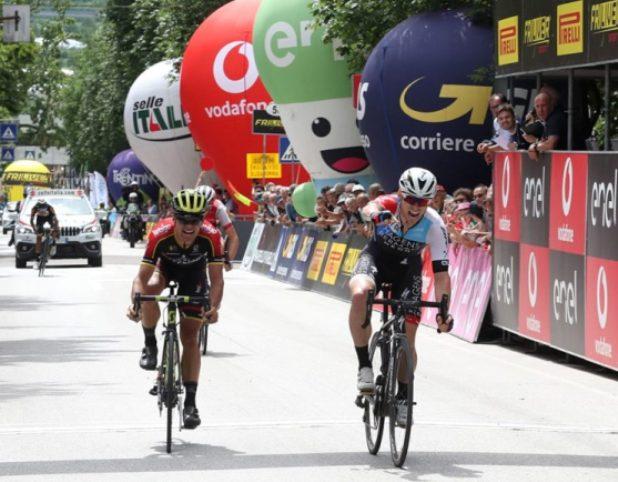 Bennett vince a Pergine Valsugana mentre il colombiano Osorio si riappropria della maglia rosa (foto Isolapress)