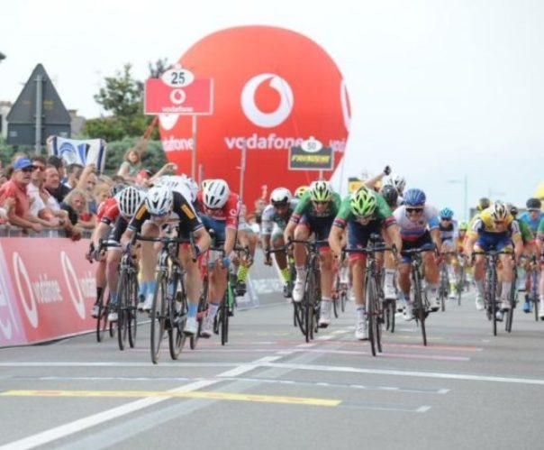 Philipsen si impone allo sprint al termine della frazione più lunga del Giro dItalia Under 23 (foto Isolapress)