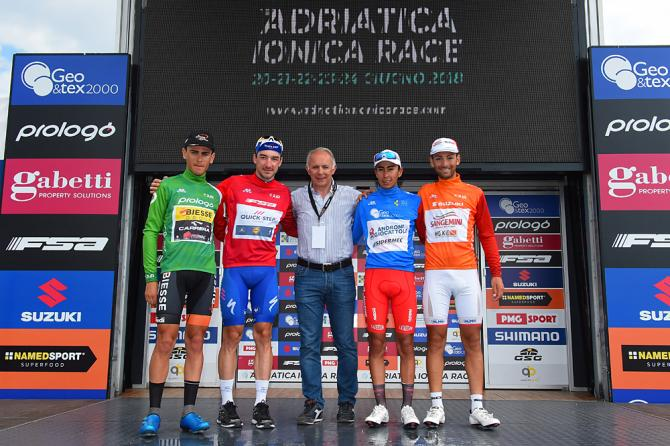 Moreno Argentin e il podio maglie della prima edizione dellAdriatica Ionica Race (foto Bettini)