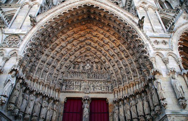 Uno scorcio della cattedrale di Amiens, la più vasta di Francia (www.minube.it)