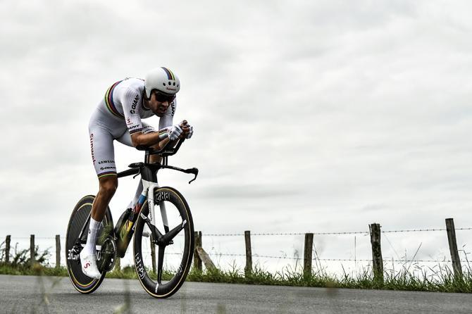 Tom Dumoulin doma per un solo secondo limpervia cronometro di Espelette (Getty Images)