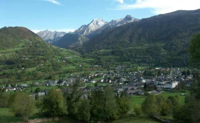 Vista panoramica su Laruns (www.valleedossau-tourisme.com)