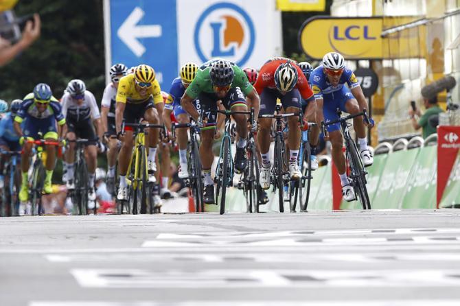 Sagan e Colbrelli ancora protagonisti in un finale al fulmicotone sulle strade del Tour de France 2018 (foto Bettini)