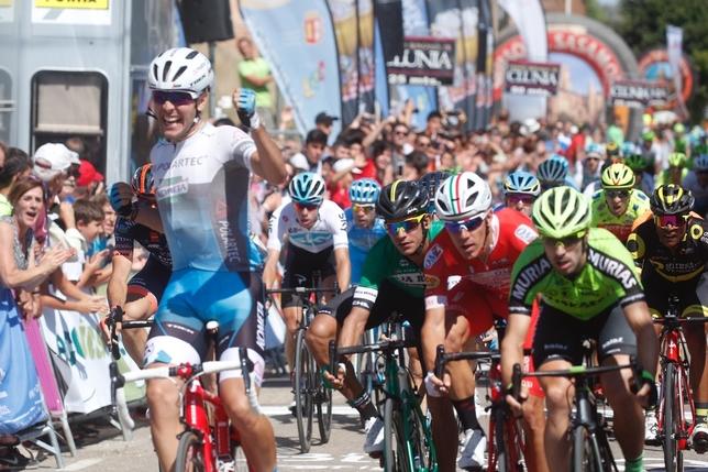 Bis italiano sulle strade della Vuelta a Burgos: dopo la vittoria di Francesco Gavazzi arriva il turno di Matteo Moschetti (foto Alberto Rodrigo)