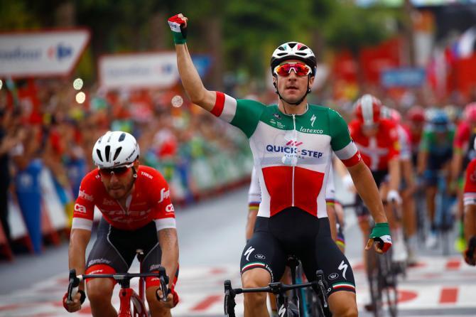 Volata tutta italiana sul terzo traguardo della Vuelta 2018 con Elia Viviani che precede allo sprint Giacomo Nizzolo (foto Bettini)