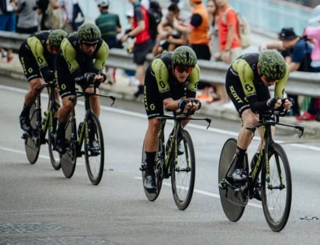 La Mitchelton-Scott in azione nella conclusiva prova di Hong Kong (www.hammerseries.com)