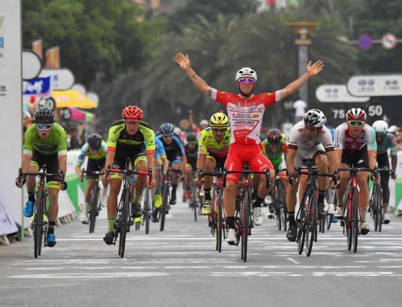 Sempre Italia sugli scudi al Tour of Hainan: ora tocca ancora a Manuel Belletti, che stavolta oltre al successo di tappa raggiunge anche la testa della classifica generale (www.tourofhainan.com)