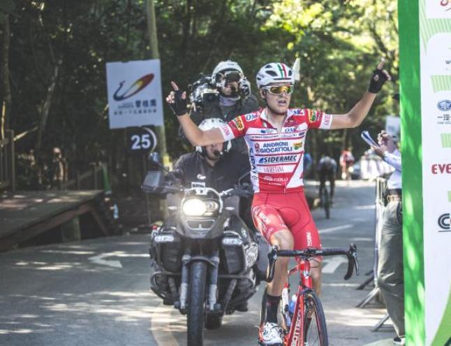 Fausto Masnada taglia vittorioso il più impegnativo traguardo del Tour of Hainan 2018 (www.tourofhainan.com)