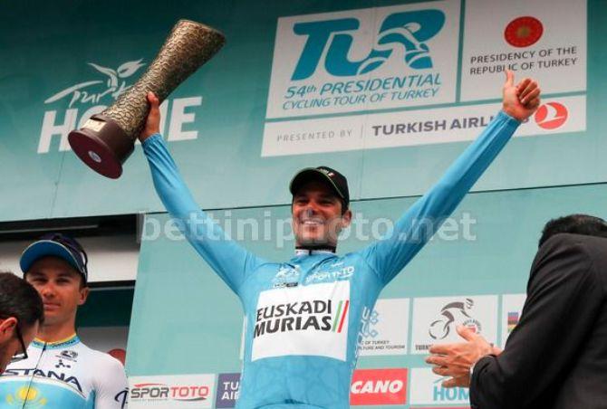 La premiazione di Eduard Prades, vincitore della 54a edizione del Presidential Cycling Tour of Turkey (foto Bettini)