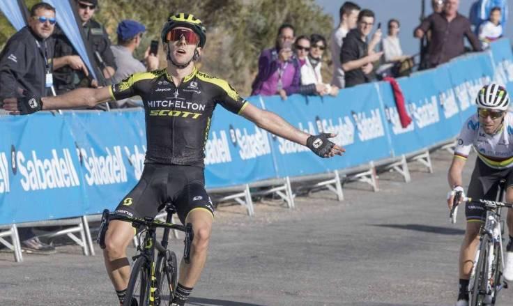 Adam Yates beffa Alejandro Valverde nella frazione regina della Vuelta Valenciana (foto Chema Díaz - AS)