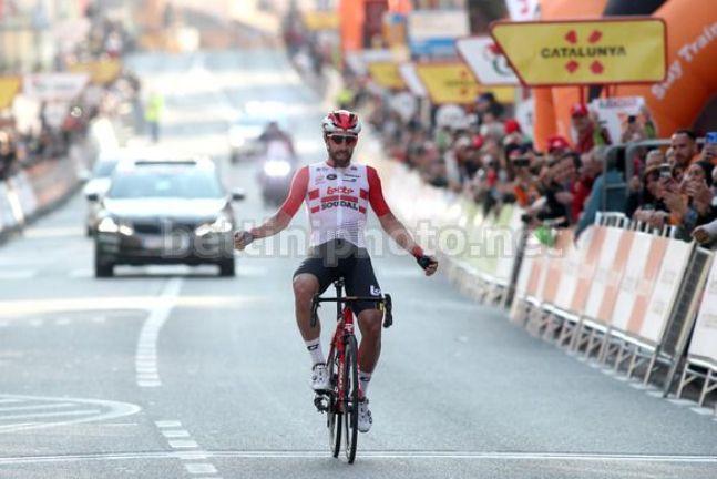 Il successo che non ti aspetti: a Calella si attendeva larrivo in volata e invece Thomas De Gendt corona con la vittoria una lunga fuga solitaria (foto Bettini)