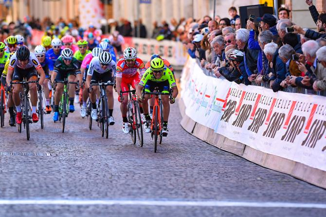 Simone Velasco ad un passo dalla sua seconda vittoria da professionista (foto Bettini)