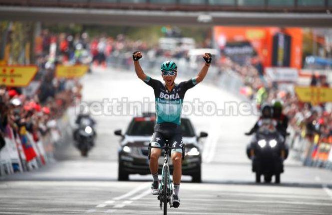 Grande vittorio di Roccia Formolo nella frazione conclusiva della corsa catalana (foto Bettini)