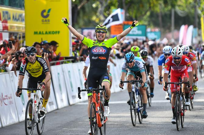 Parla ancora italiano il Tour de Langkawi, stavolta con la prima vittoria da professionista di Simone Bevilacqua (Getty Images)