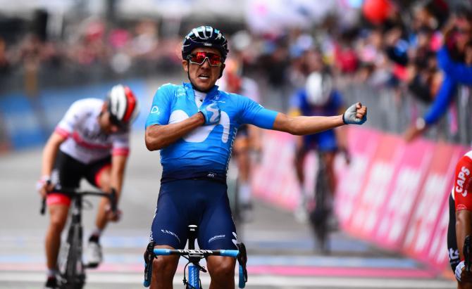 Nel caotico finale verso Frascati lecuadoregno Carapaz emerge dal risicato gruppetto maglia rosa e vince la sua seconda frazione al Giro (foto Bettini)