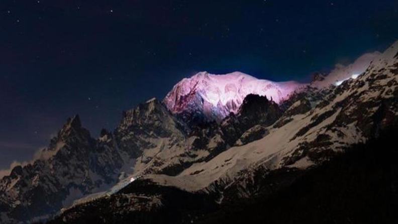 Il Monte Bianco divente rosa in occasione dellapprodo del Giro a Courmayeur (www.ansa.it)