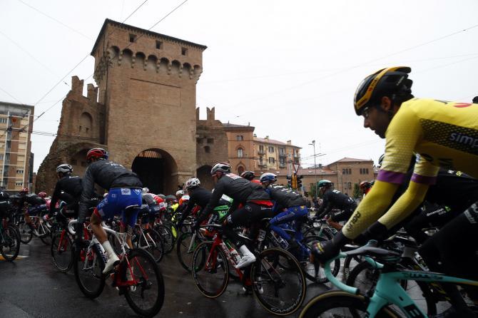 La partenza da Bologna della seconda tappa del Giro 2019 (foto Bettini)