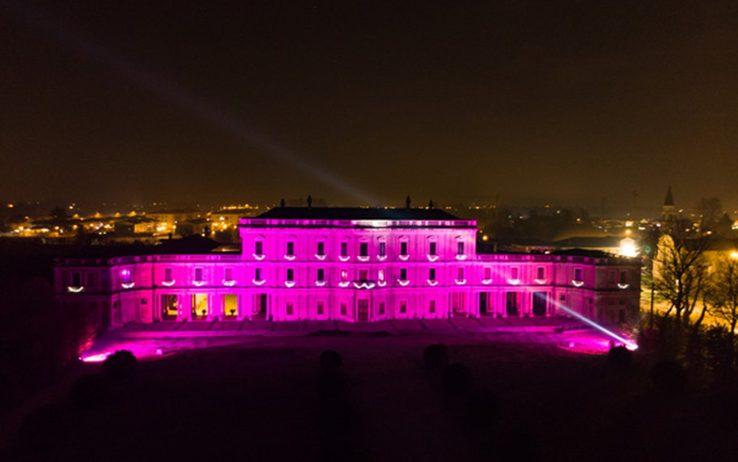 Villa Farsetti illuminata di rosa in occasione dellarrivo del Giro a Santa Maria di Sala (sport.sky.it)