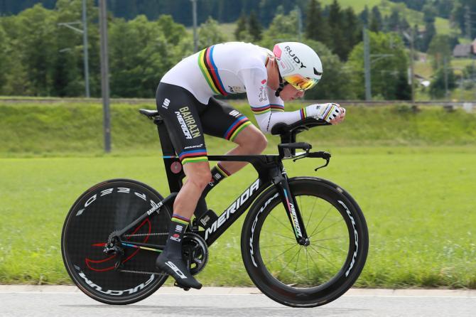 Rohan Dennis lanciato verso una risicata vittoria nella prima tappa del Tour de Suisse (foto Bettini)