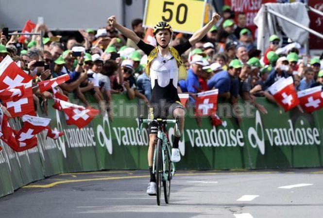 Il giovane e promettente corridore olandese Antwan Tolhoek vince la tappa del Flumserberg (foto Bettini)