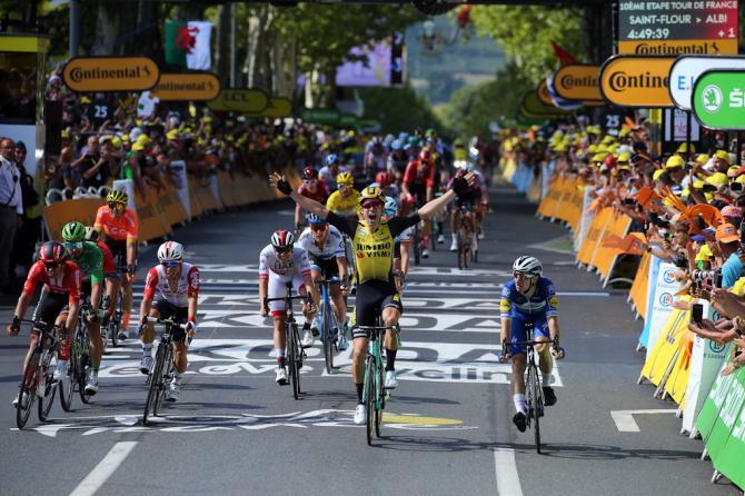 La giovane promessa belga Wout Van Aert vince la selettiva tappa dei ventagli (foto Bettini)