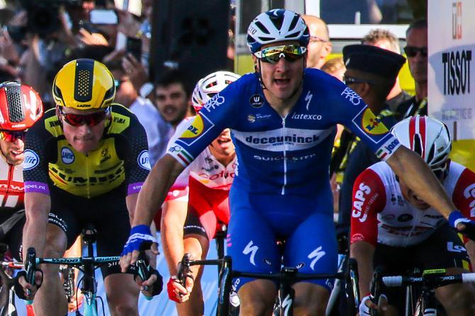 Per la prima volta in carriera Elia Viviani lascia la firma sulle strade del Tour (foto Bettini)