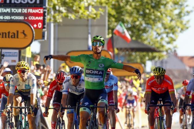 Sagan torna a mettere le ruote della sua bicicletta davanti a quelle degli altri avversari sulle strade del Tour de France (foto Bettini)