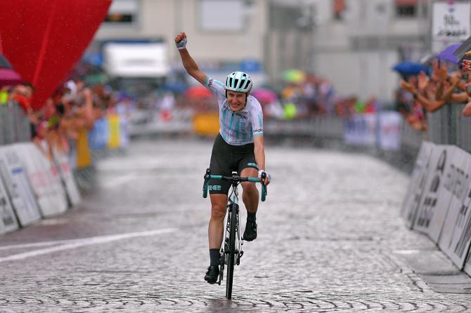 La britannica Elizabeth Banks si impone in solitaria nellottava tappa del Giro Rosa (Getty Images)