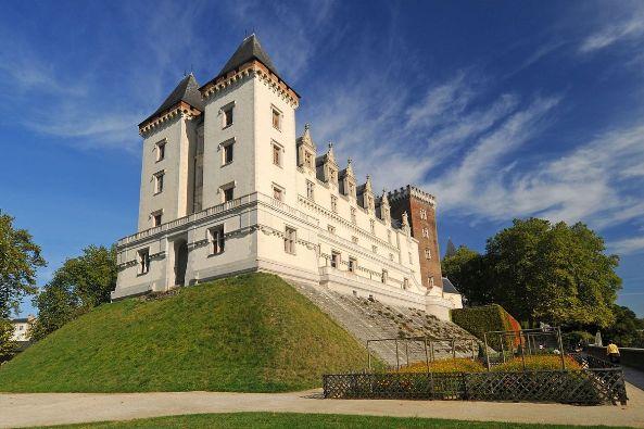 Castello di Pau (hotel-roncevaux-pau.com)