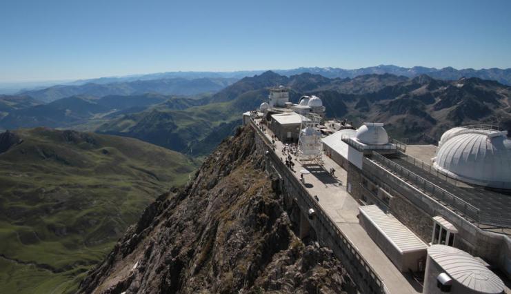 Vista panoramica dalla cima del Pic du Mide de Bigorre, la montagna che sovrasta il Tourmalet (www.airfrance.it)