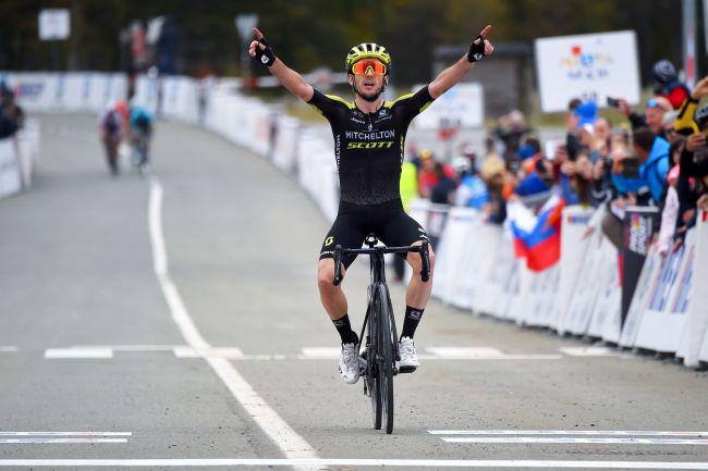 La vittoria di Adam Yates nella tappa di Platak (foto Bettini)