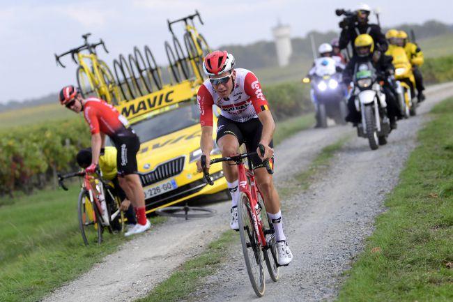 Il momento decisivo della Parigi-Tours 2019: Søren Kragh Andersen fora e Jelle Wallays si ritrova tutto solo al comando della corsa (foto Bettini)